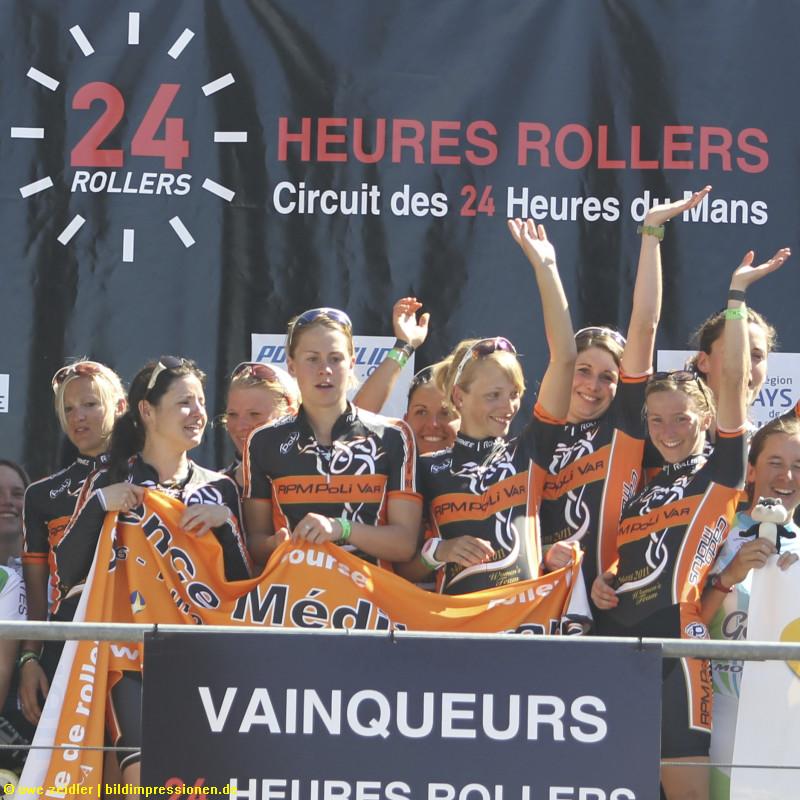 Das komplette Team bei der Siegerehrung in Le Mans 2011