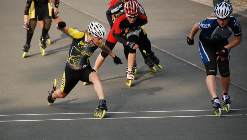 Tamara beim Zielschritt gegen Alisa Gutermuth bei der DM 2011 - Im Hintergrund Carolin Zielke