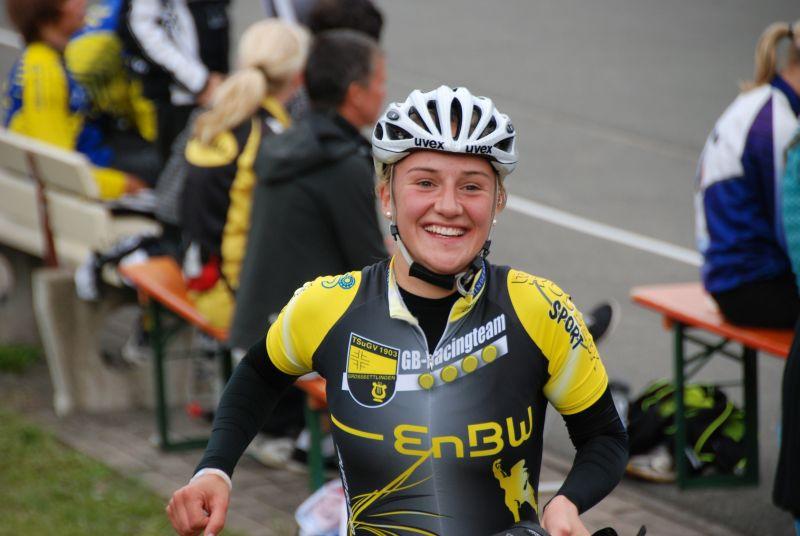 Unser Golden Girl Tami nach Ihrem Erfolg über 10.000m Ausscheidung bei der DM 2011
