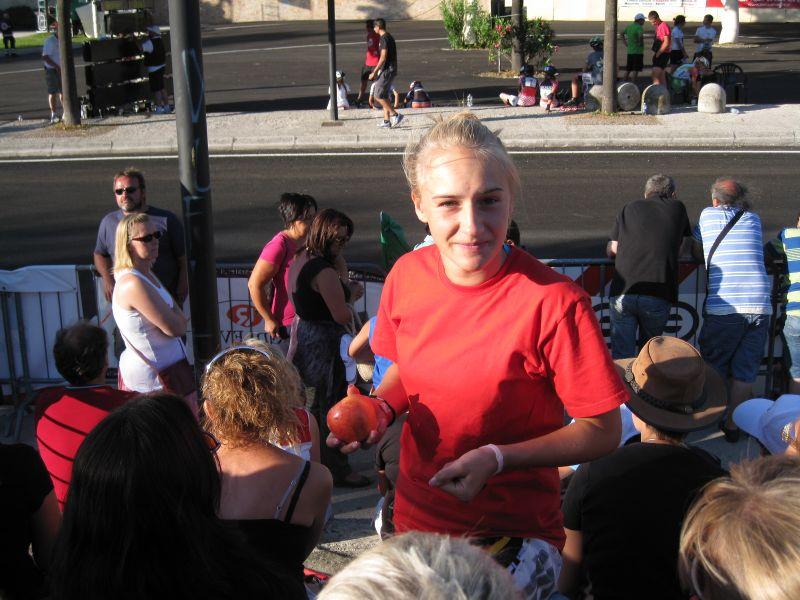 Tamara nach der Absage Ihres Laufes über 15.000m Ausscheidung