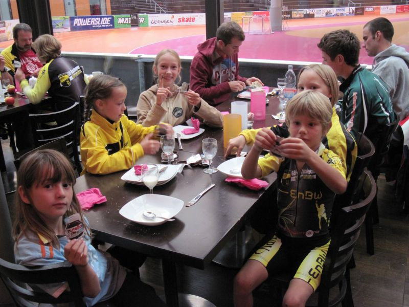Gemeinsames Frühstück in der Arena 2011